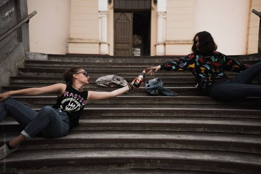Богохульство чи мистецтво? Калушанки влаштували фотосесію прямо на цвинтарі (ФОТО), фото-2