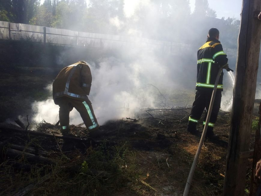 Рядом со школой №30 горело заброшенное строительство (ФОТО), фото-3