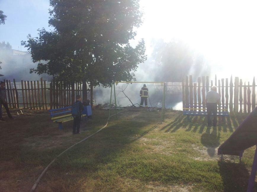 Рядом со школой №30 горело заброшенное строительство (ФОТО), фото-4