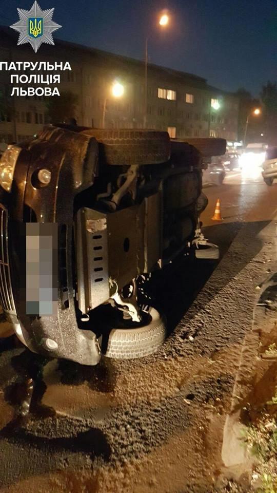 У Львові внаслідок ДТП перекинувся автомобіль (ФОТО), фото-2