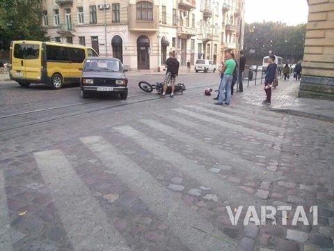 У Львові під колеса автомобіля потрапив мотоцикліст (ФОТО), фото-1