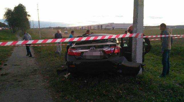 Под Минском Toyota врезалась в дерево, водитель в реанимации, фото-2