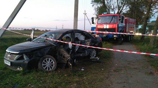 Под Минском Toyota врезалась в дерево, водитель в реанимации, фото-1