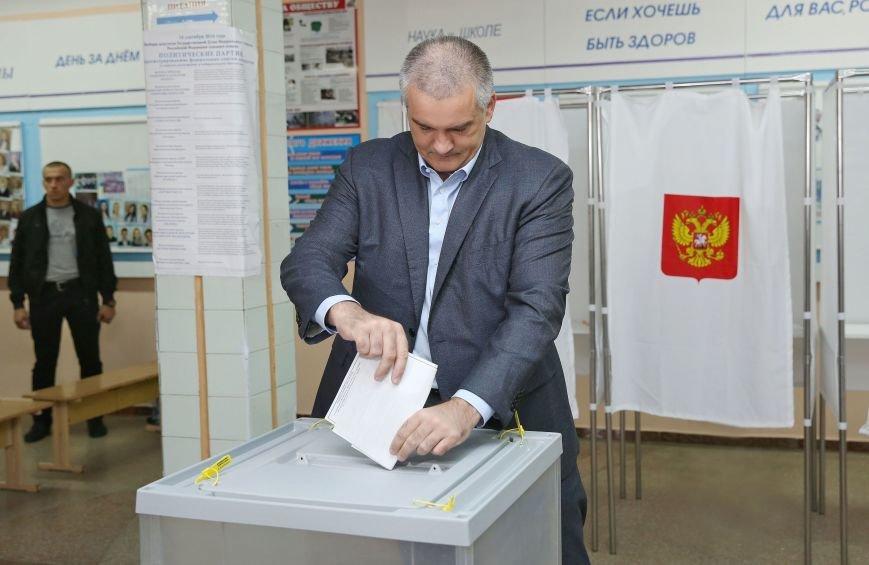 Аксенов и Константинов проголосовали на выборах в Госдуму (ФОТО), фото-3