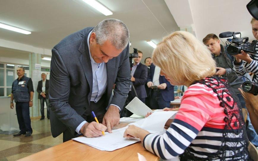 Аксенов и Константинов проголосовали на выборах в Госдуму (ФОТО), фото-2