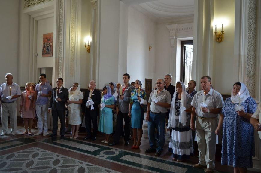 В крымской столице провели массовое венчание (ФОТОФАКТ), фото-1