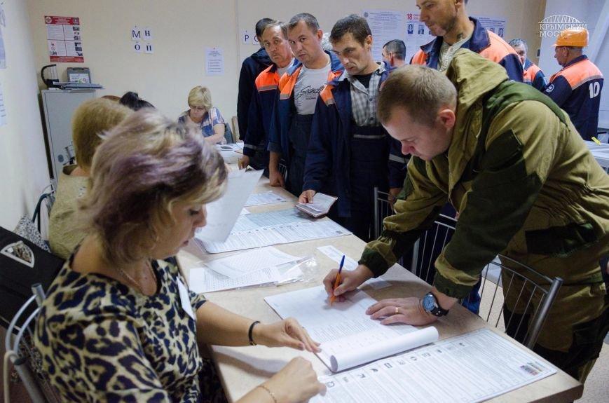 Строители Крымского моста голосуют без отрыва от производства (ФОТО), фото-2