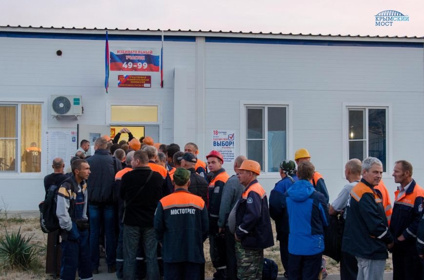 Строители Крымского моста голосуют без отрыва от производства (ФОТО), фото-1