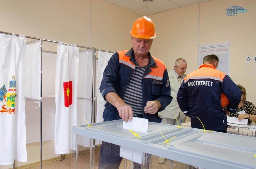 Строители Крымского моста голосуют без отрыва от производства (ФОТО), фото-3