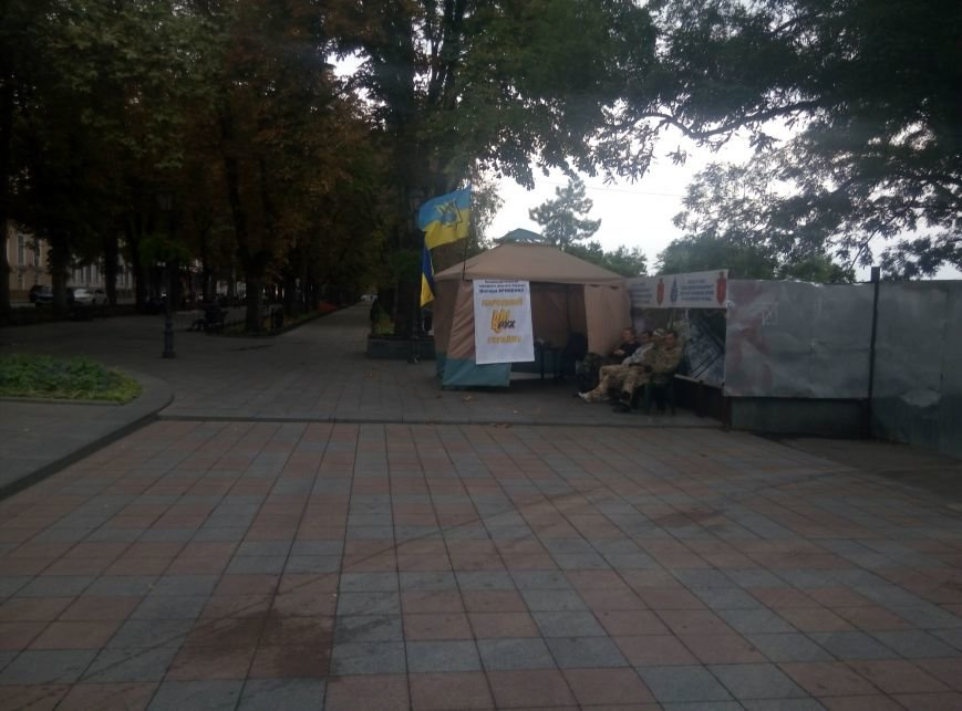 На главной площади Одессы выставка икебан и рабочая приемная народного депутата (ФОТО), фото-1