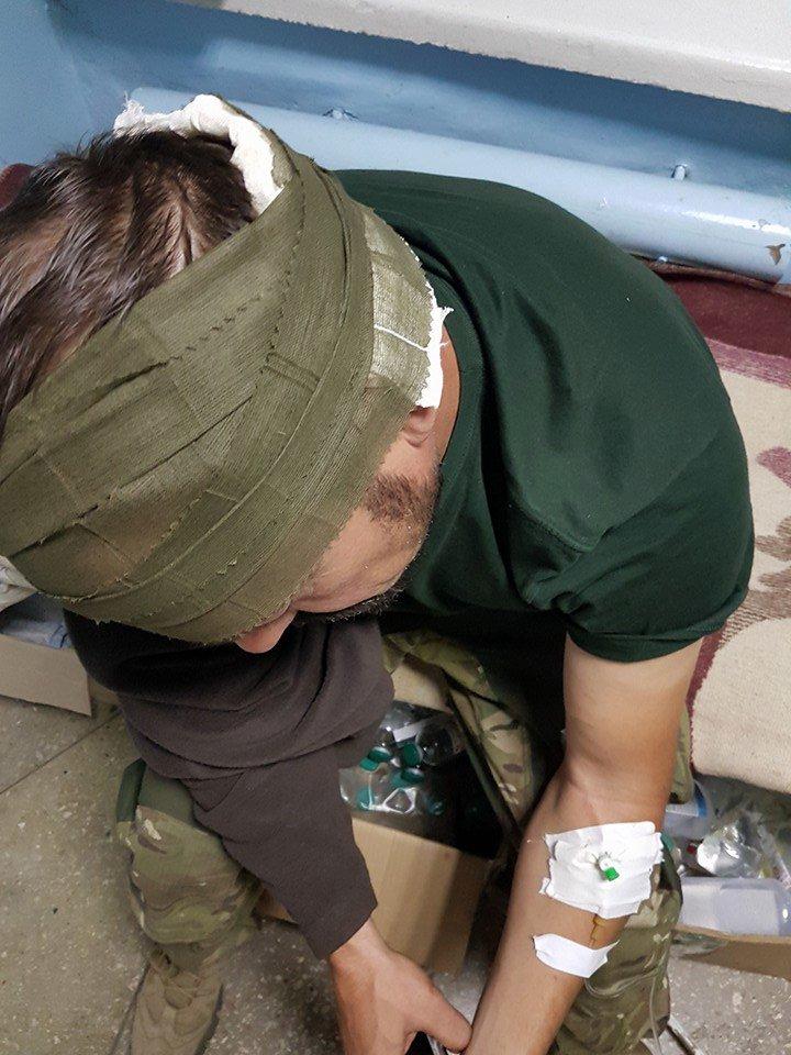 В Авдеевке произошло ДТП с участием военных и полиции (ФОТО), фото-2