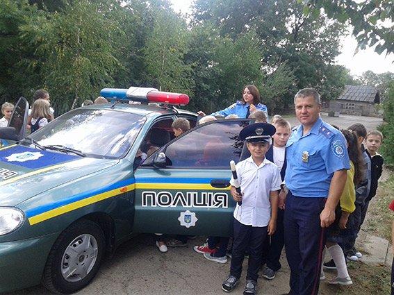 У Богородчанах поліцейські вчили школярів безпеки на дорозі, фото-2