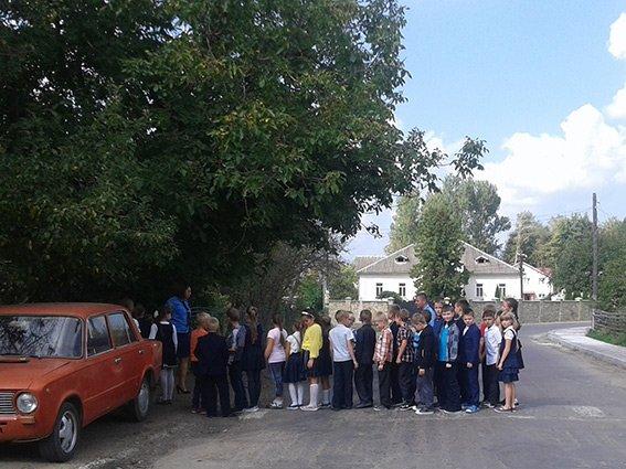 У Богородчанах поліцейські вчили школярів безпеки на дорозі, фото-1