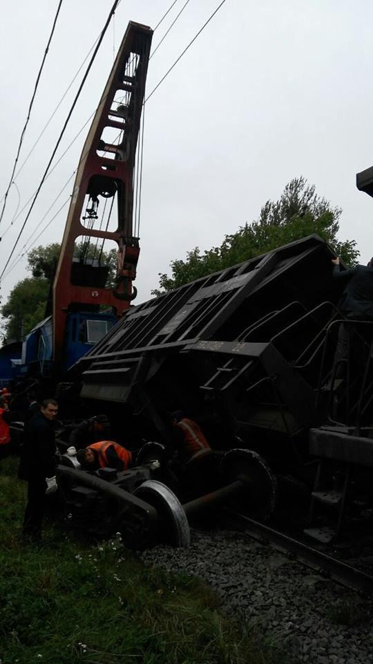 Поблизу Львова один із вагонів вантажного потяга зійшов з колії (ФОТО), фото-2