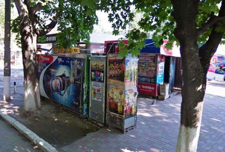 В Кременчуге демонтируют холодильники, которыми заставлены тротуары и остановки (ФОТО), фото-2