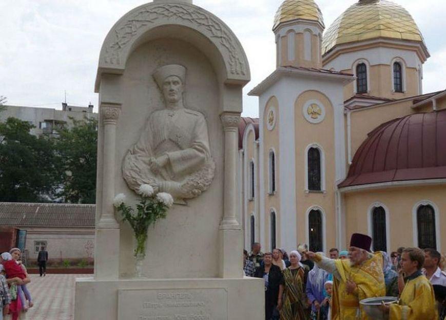 В Керчи установили первый в России памятник барону Петру Врангелю (ФОТОФАКТ), фото-2