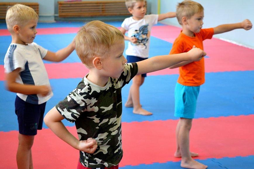 Что такое «рэй» и «хаджимэ»: Фоторепортаж с детской тренировки по каратэ в Новополоцке, фото-9