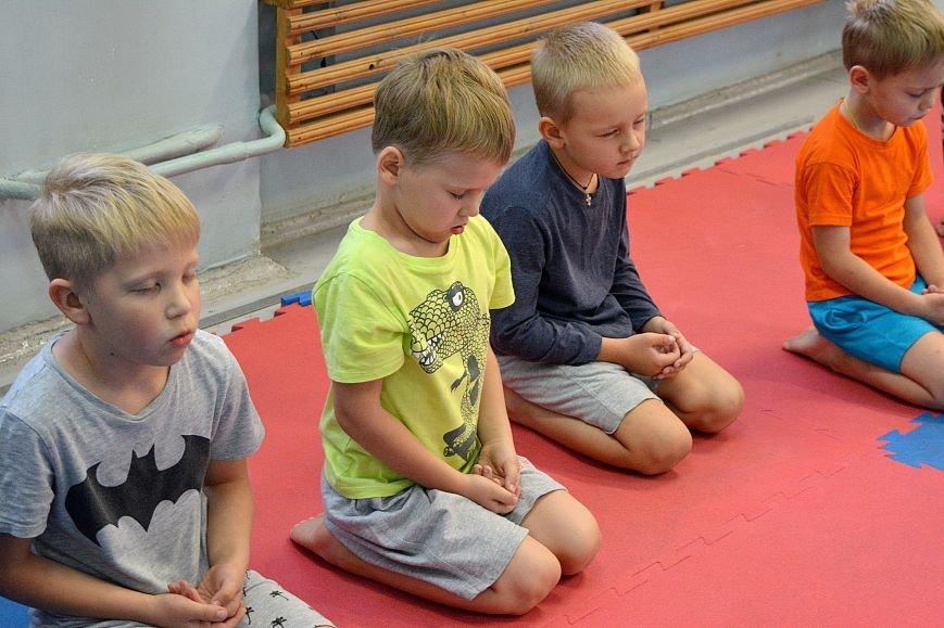 Что такое «рэй» и «хаджимэ»: Фоторепортаж с детской тренировки по каратэ в Новополоцке, фото-5