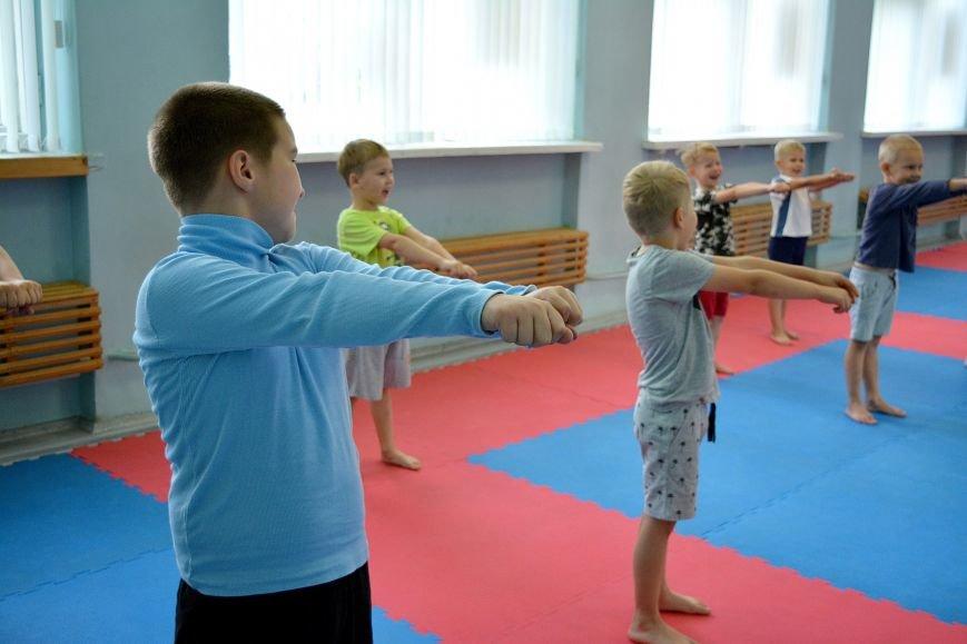 Что такое «рэй» и «хаджимэ»: Фоторепортаж с детской тренировки по каратэ в Новополоцке, фото-7