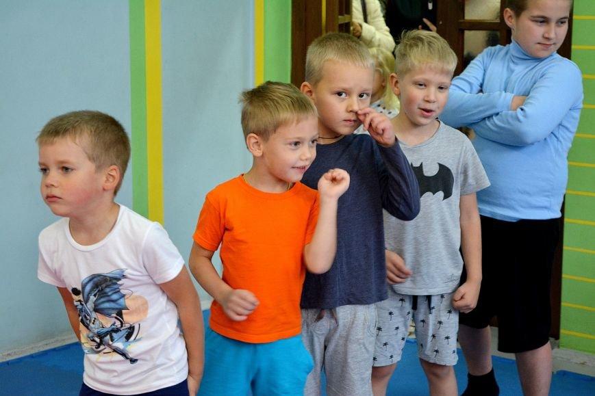 Что такое «рэй» и «хаджимэ»: Фоторепортаж с детской тренировки по каратэ в Новополоцке, фото-14
