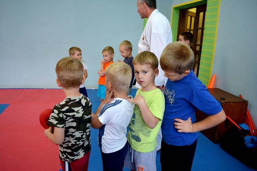 Что такое «рэй» и «хаджимэ»: Фоторепортаж с детской тренировки по каратэ в Новополоцке, фото-15