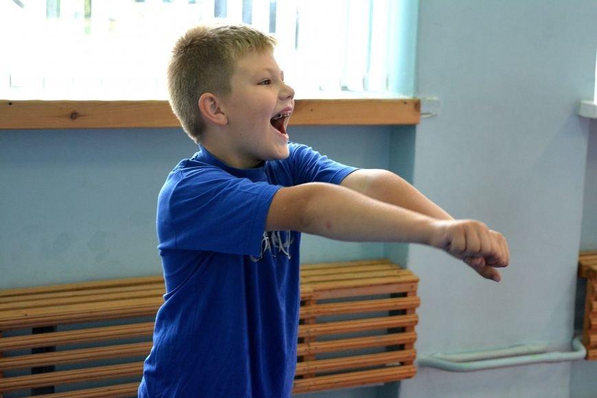 Что такое «рэй» и «хаджимэ»: Фоторепортаж с детской тренировки по каратэ в Новополоцке, фото-8