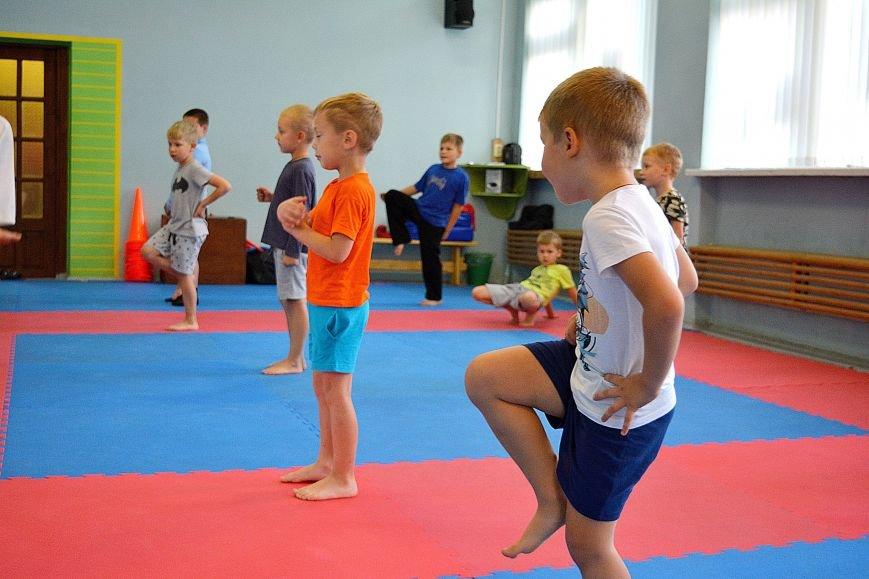 Что такое «рэй» и «хаджимэ»: Фоторепортаж с детской тренировки по каратэ в Новополоцке, фото-10