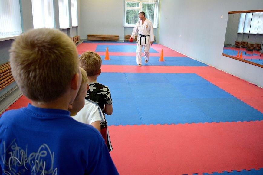 Что такое «рэй» и «хаджимэ»: Фоторепортаж с детской тренировки по каратэ в Новополоцке, фото-16