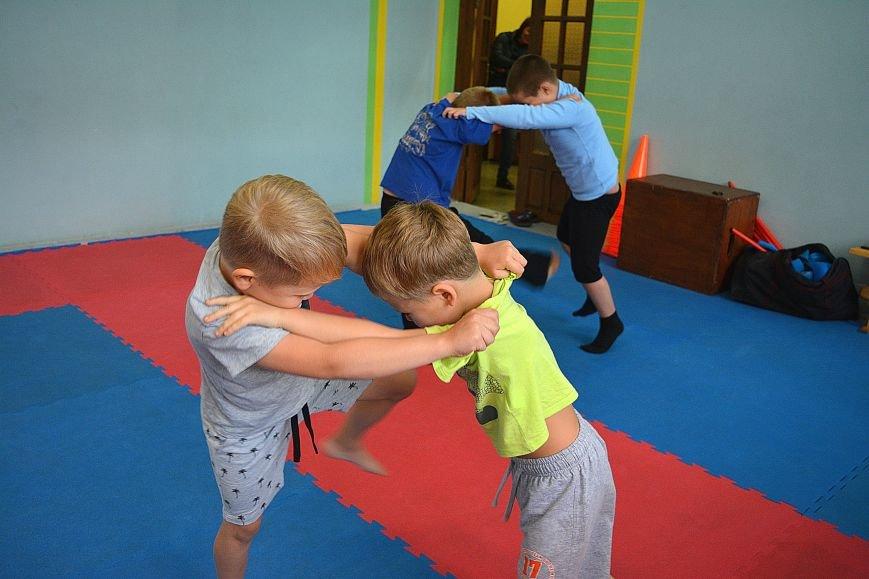 Что такое «рэй» и «хаджимэ»: Фоторепортаж с детской тренировки по каратэ в Новополоцке, фото-12