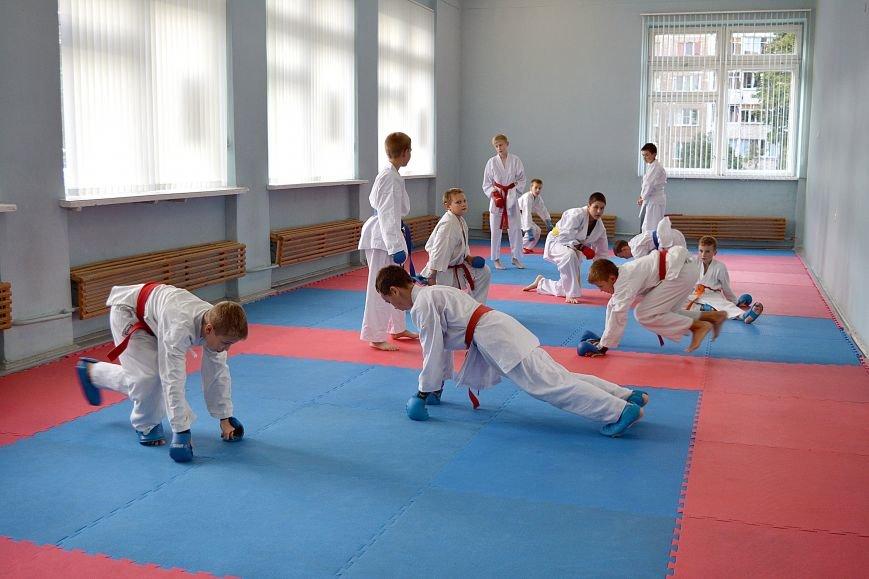Что такое «рэй» и «хаджимэ»: Фоторепортаж с детской тренировки по каратэ в Новополоцке, фото-1