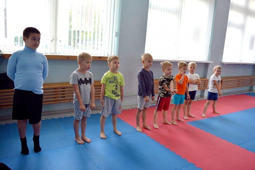 Что такое «рэй» и «хаджимэ»: Фоторепортаж с детской тренировки по каратэ в Новополоцке, фото-3