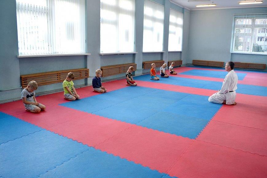 Что такое «рэй» и «хаджимэ»: Фоторепортаж с детской тренировки по каратэ в Новополоцке, фото-4