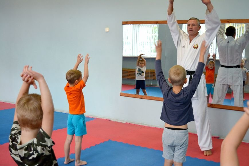 Что такое «рэй» и «хаджимэ»: Фоторепортаж с детской тренировки по каратэ в Новополоцке, фото-6