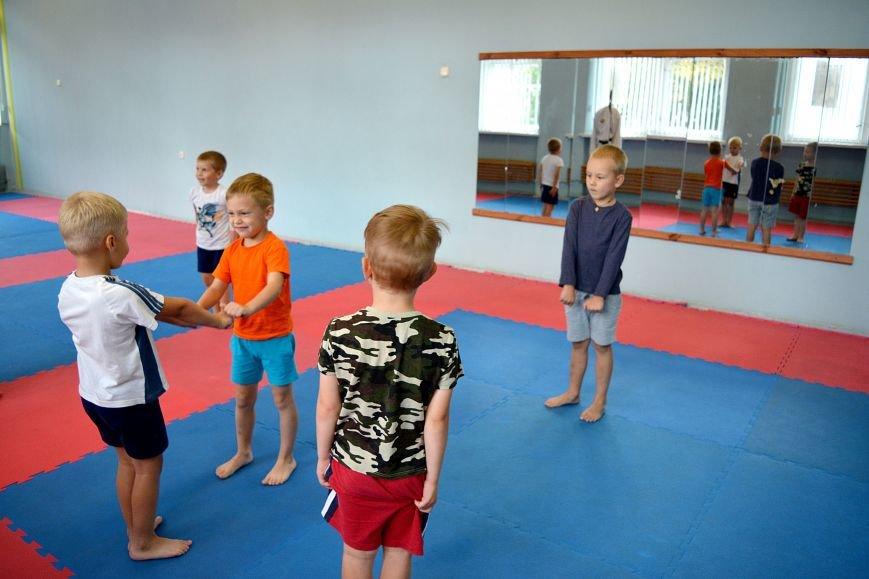 Что такое «рэй» и «хаджимэ»: Фоторепортаж с детской тренировки по каратэ в Новополоцке, фото-11