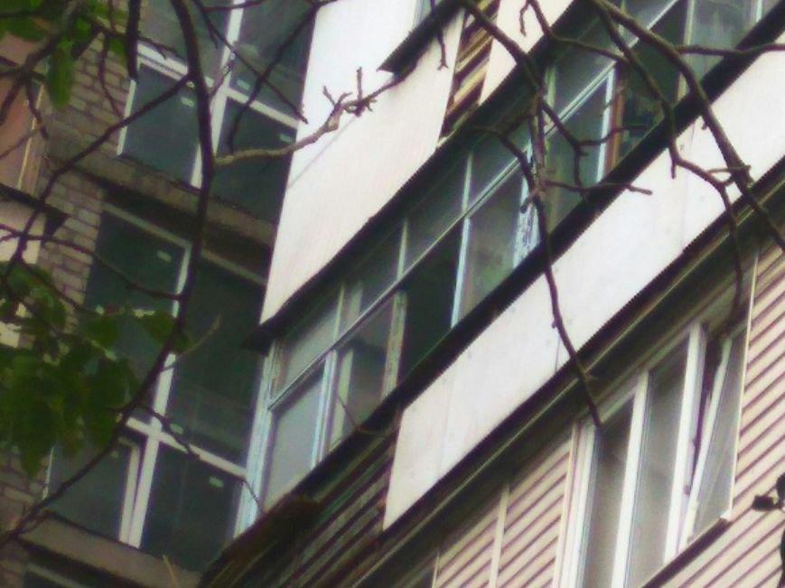 В Мариуполе пьяный мужчина бросал петарды с балкона (ВИДЕО), фото-2