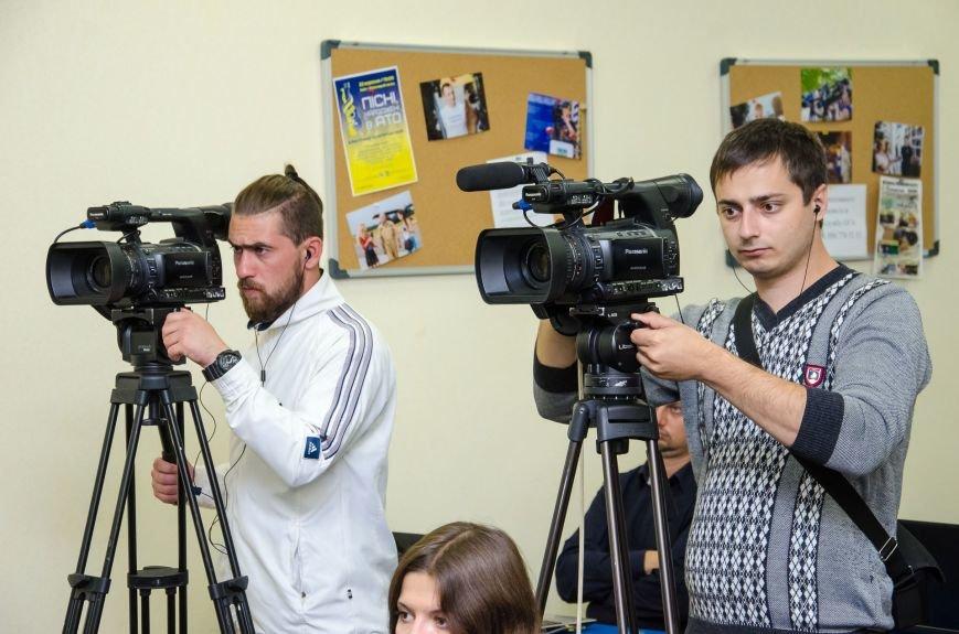 5 ... під час щотижневого публічного звіту обласної влади