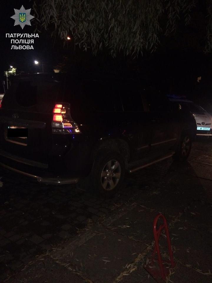 Біля нічного клубу у Львові затримали молодиків з пістолетом і наркотиками (ФОТО), фото-3