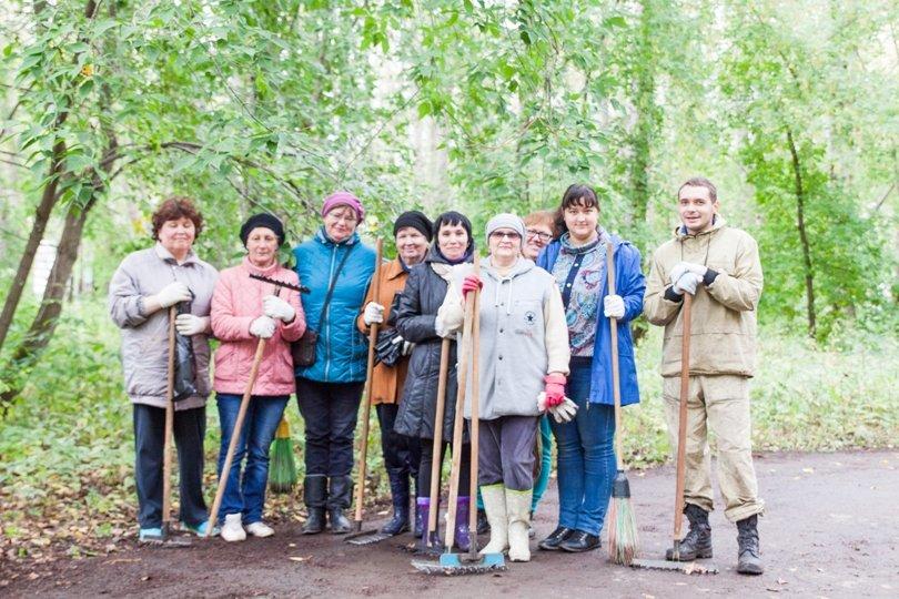 Жители южной части Полевского совместными усилиями прибрали парк, фото-22