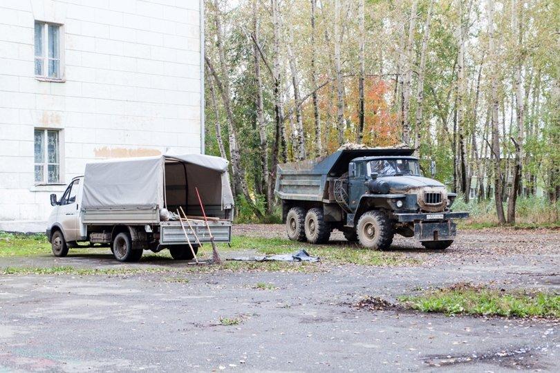 Жители южной части Полевского совместными усилиями прибрали парк, фото-21