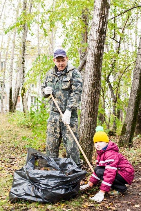 Жители южной части Полевского совместными усилиями прибрали парк, фото-9