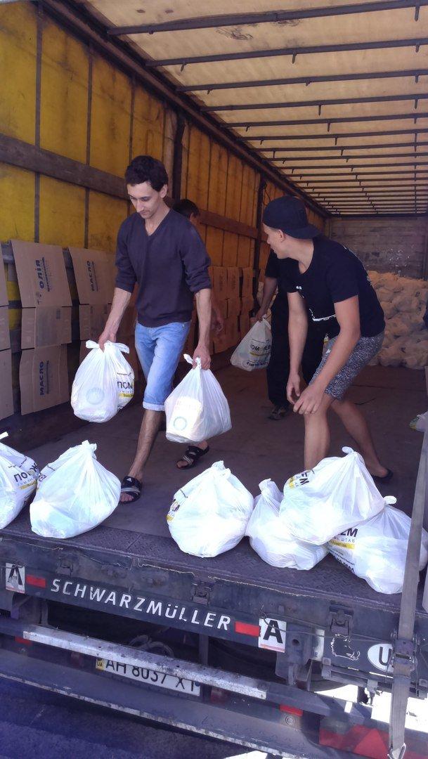Гуманитарный штаб Рината Ахметова  помогает авдеевцам пережить трудные времена (ФОТО), фото-2