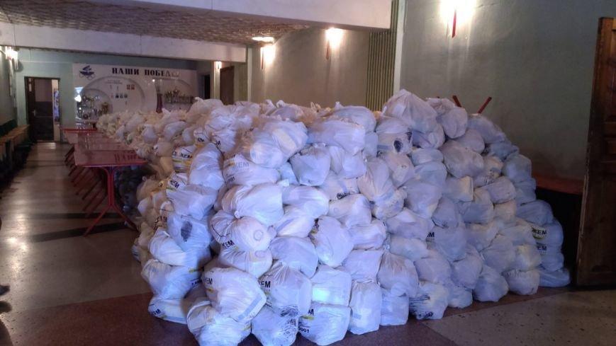Гуманитарный штаб Рината Ахметова  помогает авдеевцам пережить трудные времена (ФОТО), фото-1