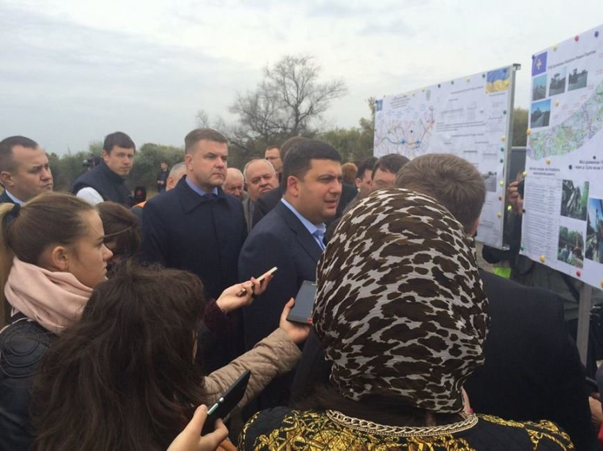 Премьер Гройсман проинспектировал ремонт дороги Полтава-Кременчуг (ФОТО), фото-2