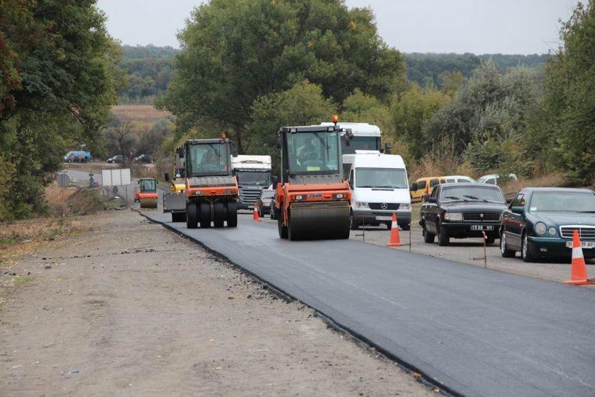 До листопада ремонтні роботи на дорозі завершать (2)