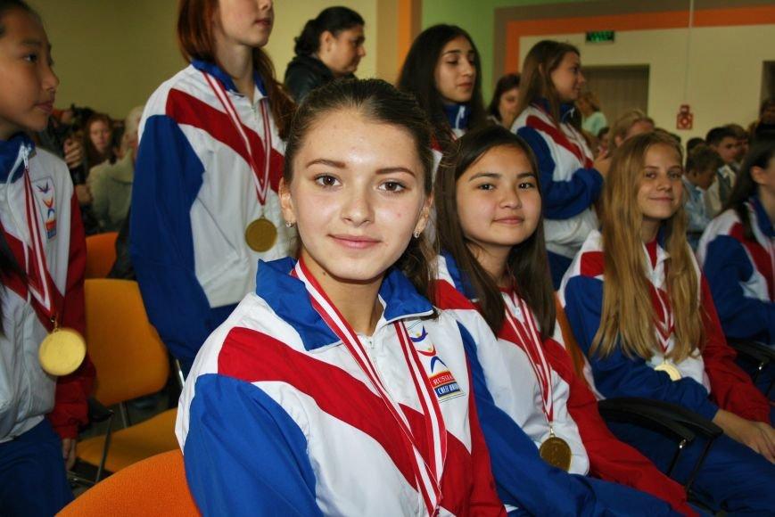 «Чемпионы с нашего двора»: школьники Троицка встретились со спортсменками, фото-1