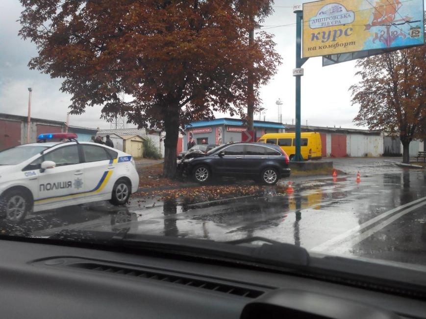 В Кременчуге в сегодняшнее утро произошло три ДТП: авто врезаются друг в друга и в деревья (ФОТО), фото-3