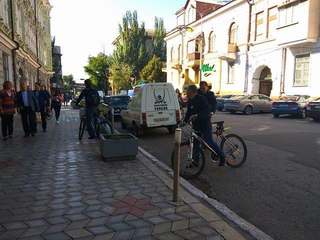Мариупольские депутаты приехали на сессию горсовета на велосипедах (ФОТО), фото-2