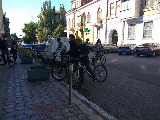 Мариупольские депутаты приехали на сессию горсовета на велосипедах (ФОТО), фото-3