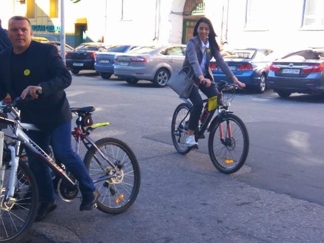 Мариупольские депутаты приехали на сессию горсовета на велосипедах (ФОТО), фото-4
