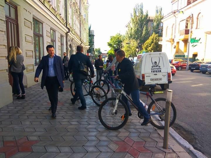 Мариупольские депутаты приехали на сессию горсовета на велосипедах (ФОТО), фото-6